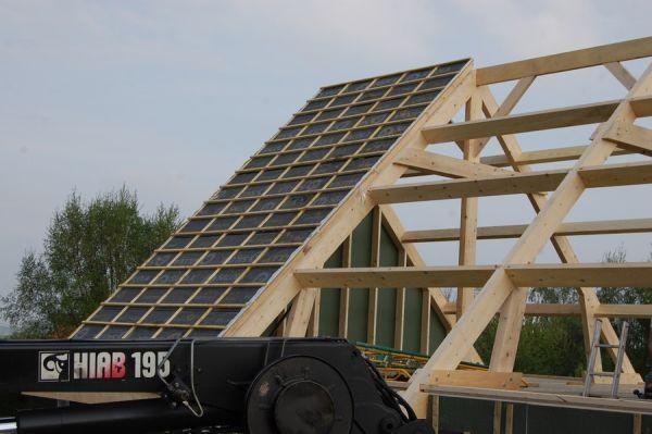 Pose d'une toiture lors de l'extension d'une maison